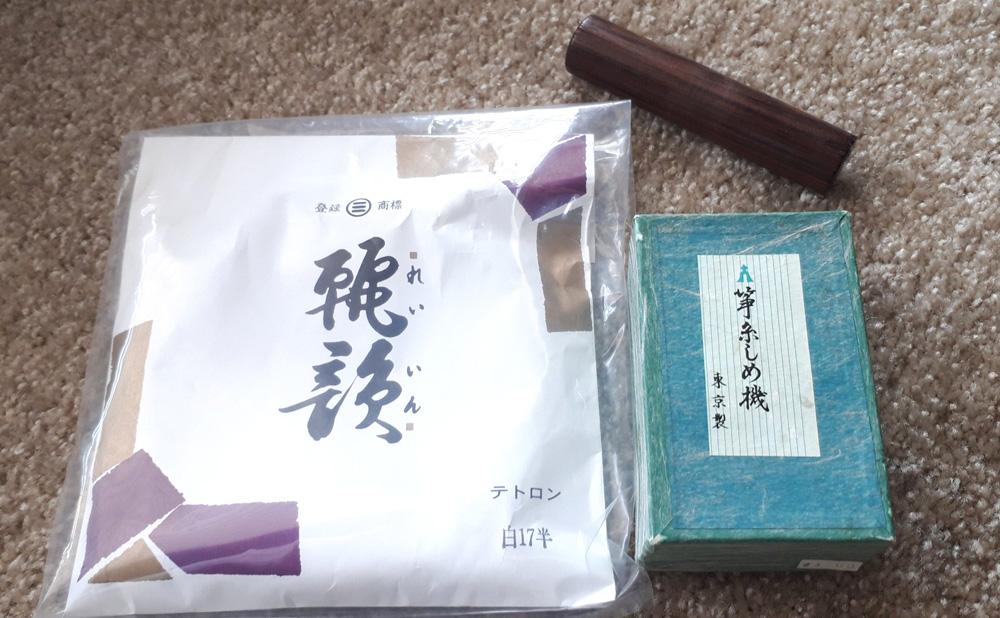日本から届いた箏糸、糸締め機、糸締め棒